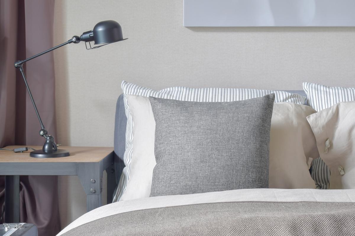 La lampe de chevet, pratique et décorative