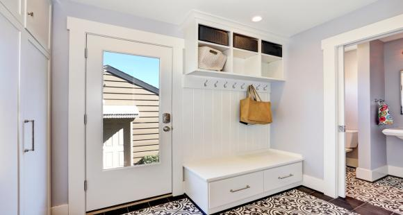 Désencombrer sa maison, à chaque pièce son rangement: salle de bain et de lavage, l'escalier et l'entrée.